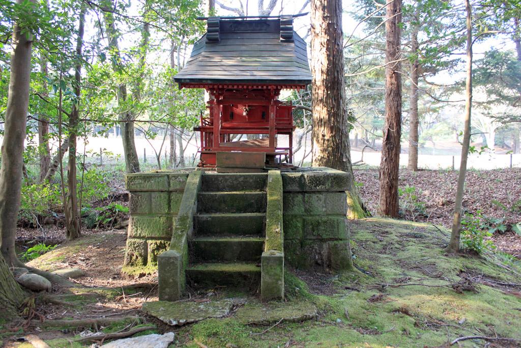 小さな社殿