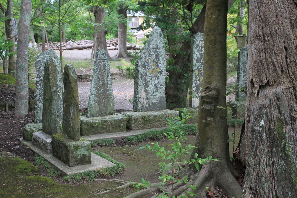 古い石碑群