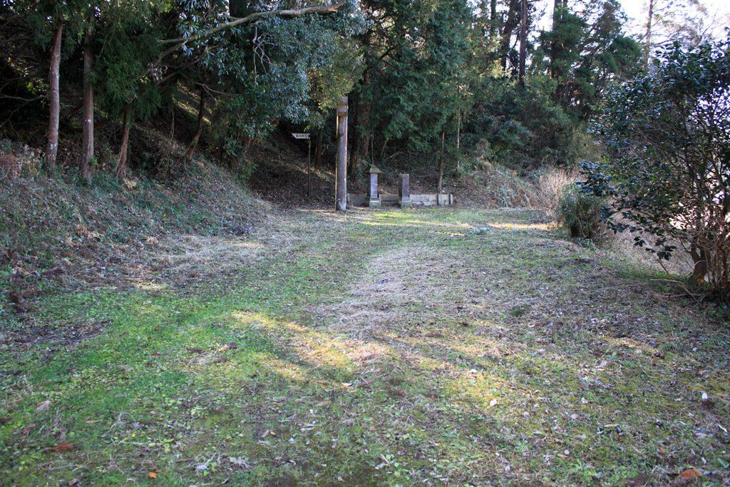 神社への道
