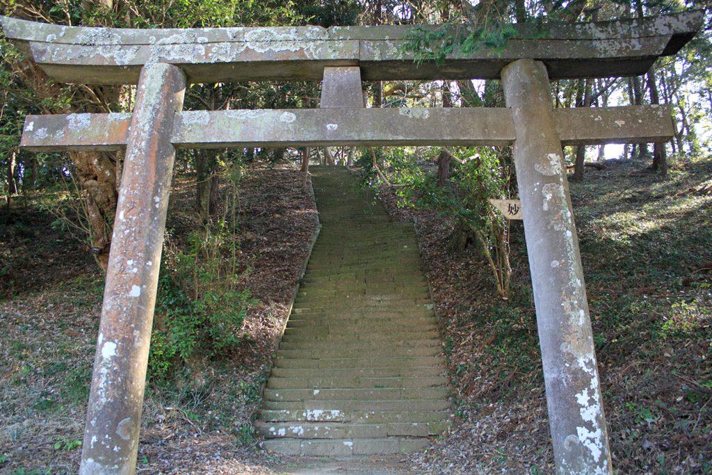 鳥居と階段