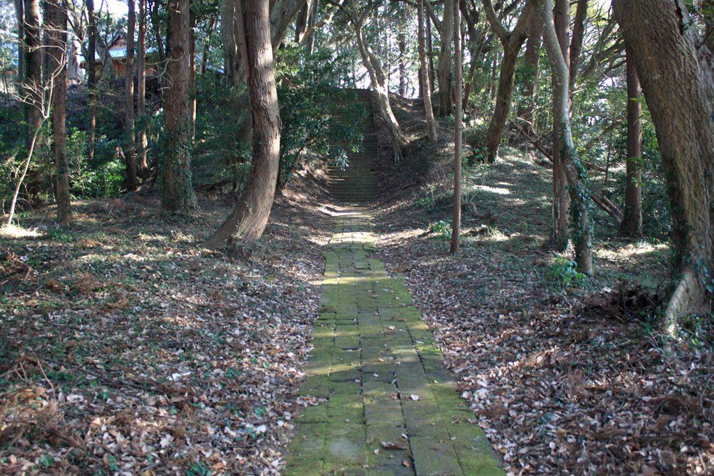 苔生した道石