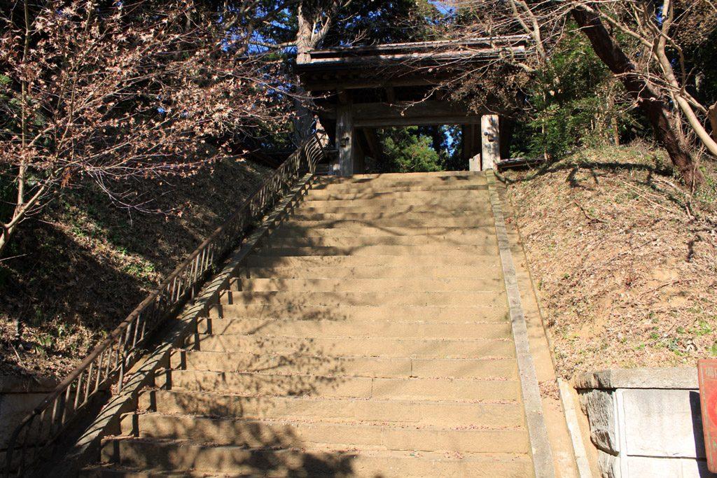 総門前の階段