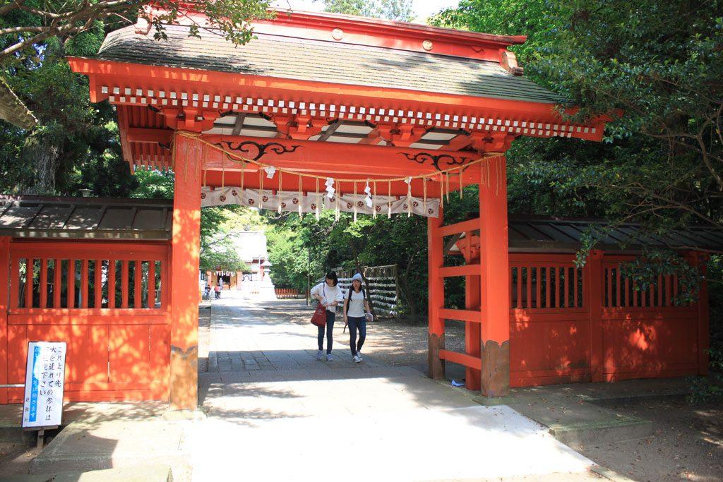 朱塗りの神門
