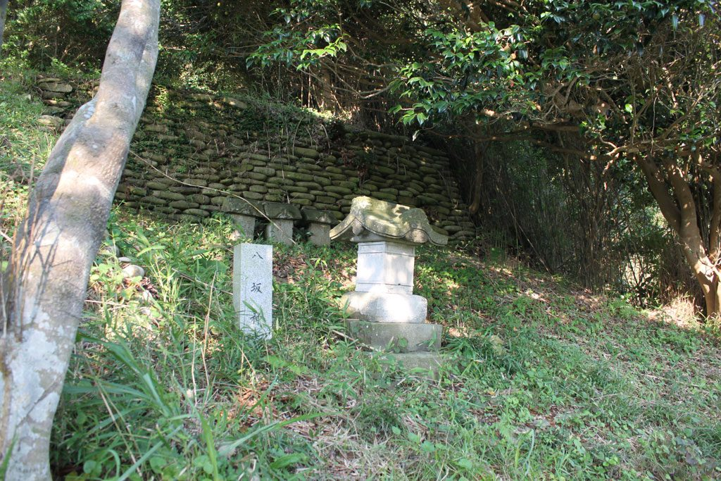 八坂神社と小さな祠