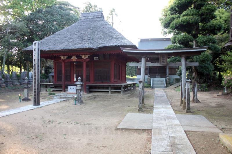 薬師堂と熊野神社